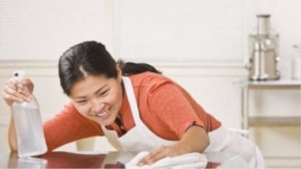 Dọn dẹp nhà cửa sạch sẽ thay vì luôn nhìn những đồ ăn vặt không lành mạnh.