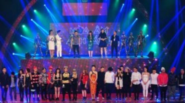 The Remix mùa thứ nhất còn có dàn giám khảo là những người nổi tiếng trong lĩnh vực âm nhạc như: Hồ Ngọc Hà, Nguyễn Hải Phong, Lưu Thiên Hương và DJ Hoàng Anh.