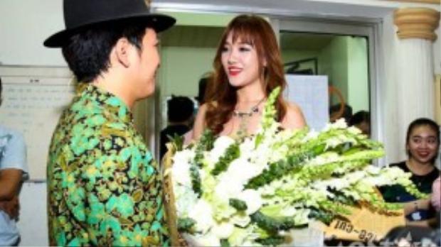 Hari Won đến chúc mừng Trường Giang.