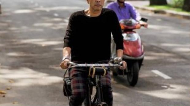 """Người đàn ông được mệnh danh """"không tuổi"""" trong làng thời trang Việt."""