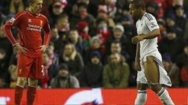 Ở trận đấu giữa Liverpool và Swansea mùa trước, Skrtel đã kéo rách quần của Wayne Routledge (Swansea) làm lộ rõ… mọi thứ.