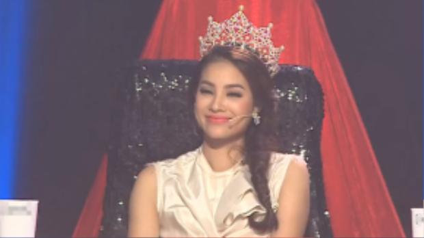 Hình ảnh Hoa hậu Phạm Hương trên ghế nóng ban giám khảo tập 1 trong đoạn clip được ban tổ chức gửi đến truyền thông.
