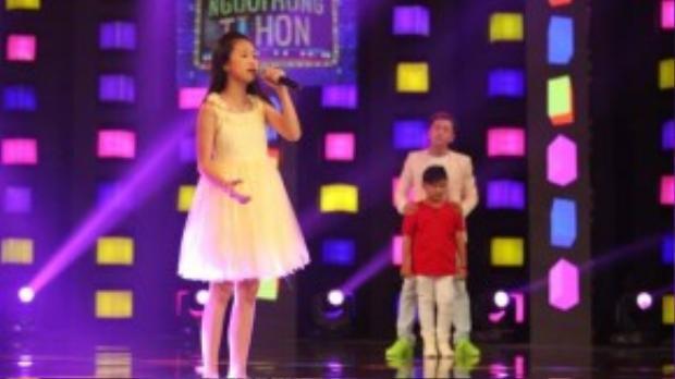 Mỹ Uyên tiếp tục thể hiện tài năng ca hát để chinh phục giám khảo.