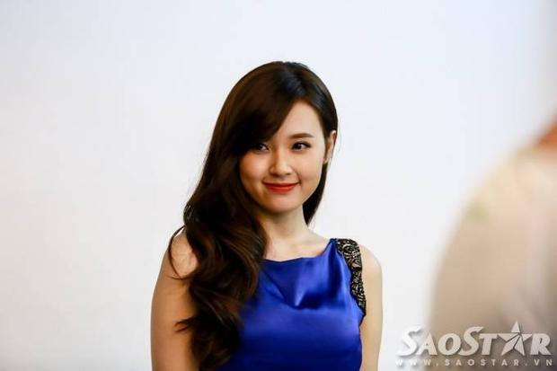 Phan Thành xuất ngoại, Midu tươi tắn trở lại guồng quay showbiz Việt