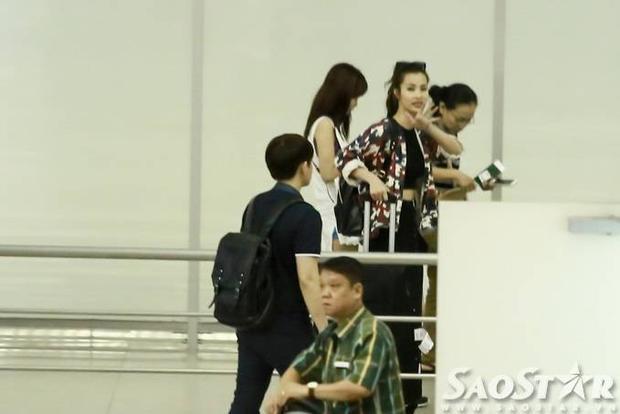 Ông Cao Thắng buồn bã tiễn Đông Nhi đi lưu diễn nước ngoài