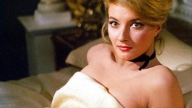 Sĩ quan Tatiana của Liên Xô được hóa thân bởi nữ diễn viên người Ý Daniela Bianchi.