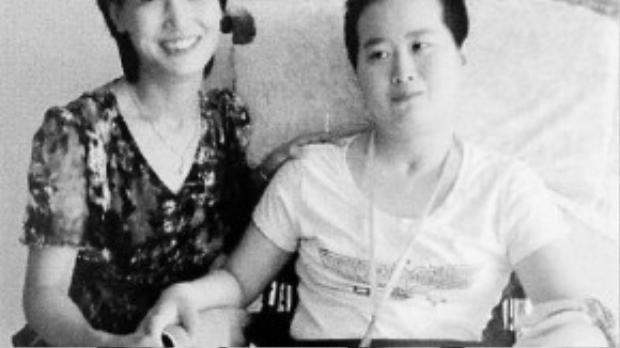 Hình ảnh hiếm hoi của bà Xuan vui mừng bên cô con dâu khi cô gái tưởng như bắt đầu bình phục.