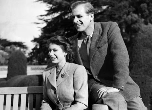 Cổ tích thời nay: Chuyện tình ít người biết của nữ hoàng Elizabeth
