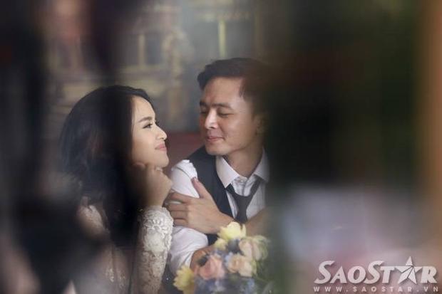 Xúc động hình ảnh Tú Vi ngủ thiếp bên vai chồng sau lễ rước dâu