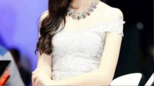 Hot girl Hà Lade có gần 700.000 lượt theo dõi trên mạng xã hội Facebook.
