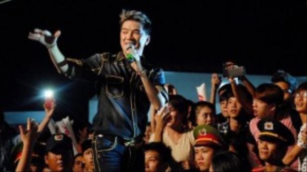 Fan thích thú trước sự đáp trả nhiệt tình và tận tâm của Ông hoàng nhạc Việt.