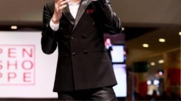 Góp mặt trong chương trình, Noo Phước Thịnh khuấy động khán giả bằng những ca khúc sôi động.