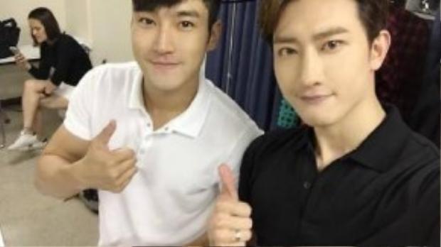 Ngay trong nhóm Super Junior - M, thành viên Zhou Mi có nụ cười mỉm khá giống với Si Won.