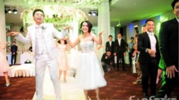 Tú Vi - Văn Anh thể hiện sự trẻ trung, sôi động và lãng mạn trong phần nhảy flashmob.