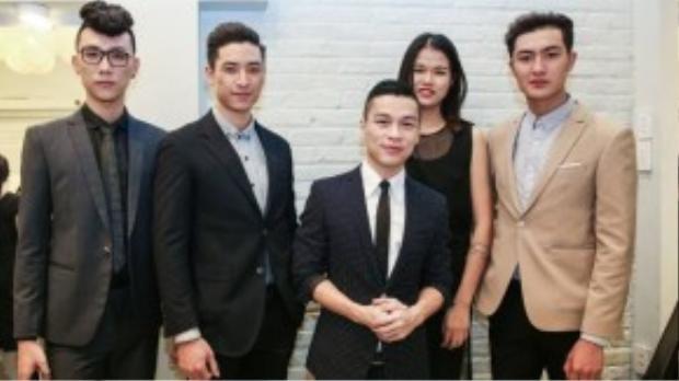 Dàn thí sinh Next Top 2015 cũng có mặt để chúc mừng người thầy của mình.