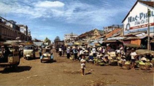 Dầu cù là vốn là loại dầu xức rất quen thuộc với đa số người Sài Gòn thập niên 1950, 1960 - Ảnh tư liệu