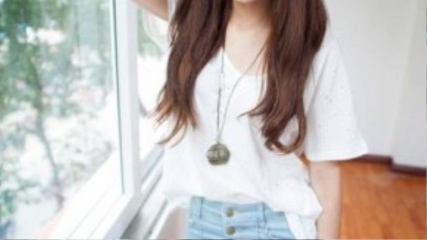 Chi Pu được xem là một trong những hot girl có gương mặt đáng yêu, thu hút người đối diện. Tuy nhiên, nhược điểm trên gương mặt là đôi mắt to tròn nhưng bị sụp mí, gây không ít khó khăn khi cô nàng trang điểm.