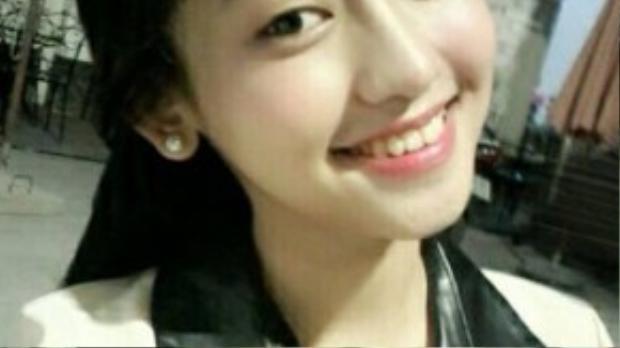 Ngoại hình thay đổi của bồ nhí Phan Thành cũng được nhiều người quan tâm. Trước đây Thuý Vi sở hữu gương mặt thanh thoát cùng nụ cười tươi, thế nhưng đôi mắt một mí lại là điểm trừ khiến gương mặt cô nàng trở nên mờ nhạt.