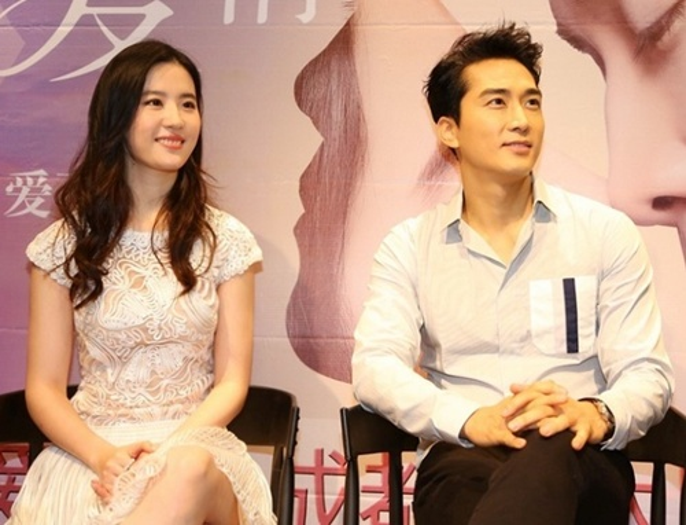 Tình cảm Song Seung Hun và Lưu Diệc Phi trục trặc vì yêu xa