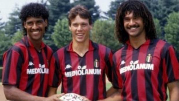 Van Basten cùng với với Gullit và Rijkaard tạo nên bộ ba huyền thoại bóng đá Hà Lan