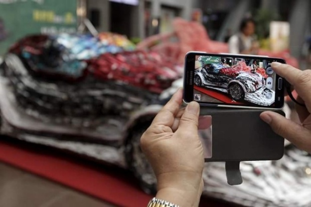 Ngắm siêu xe từ 25.000 chiếc điện thoại phế liệu