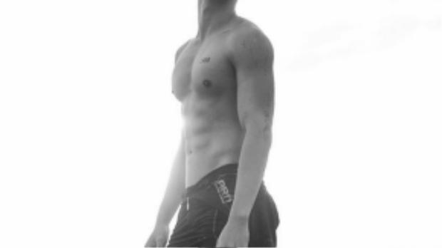 Sau dấu ấn Hot boy nổi loạn, 3 năm gần đây Hồ Vĩnh Khoa từ một chàng trai nhạt nhòa phong cách đã nhanh chóng lọt vào top những sao nam có thân hình nóng bỏng của showbiz Việt.