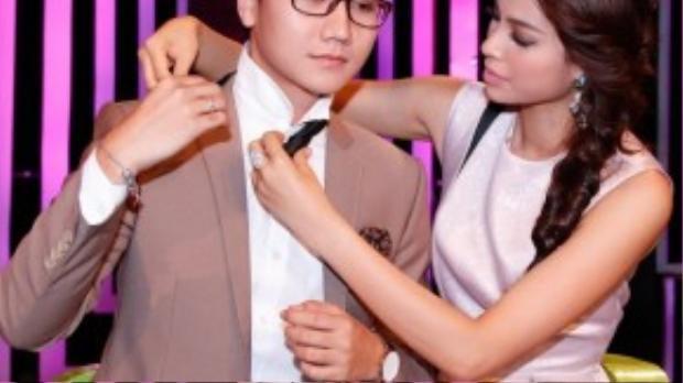 Hành động và cử chỉ đáng yêu, thân thiện của Phạm Hương để lại thiện cảm rất tốt trong chàng MC đa tài và cả khán giả xem chương trình.