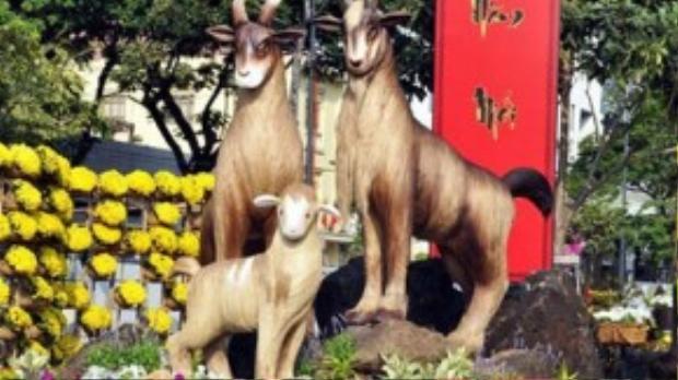 Đường hoa Tết Ất Mùi phải dời sang đường Hàm Nghi, thay vì đường Nguyễn Huệ như mọi năm do xây dựng phố đi bộ.