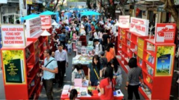 Bên cạnh Đường hoa Nguyễn Huệ thì Lễ hội đường sách là một sự kiện không thể thiếu trong đời sống tinh thần của người dân thành phố ngày Tết.