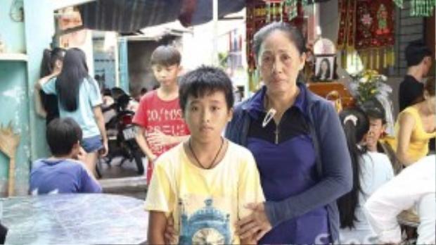 Con trai của chị Loan vẫn còn ngây ngô, chưa hiểu hết về sự ra đi của mẹ.