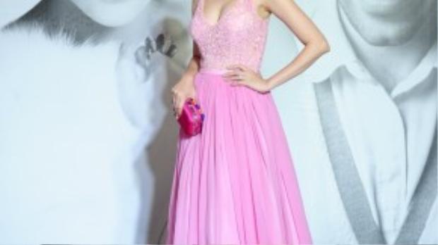 Trúc Diễm lộng lẫy như công chúa với đầm hồng pastel.