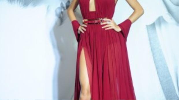 Người mẫu Như Vân quyến rũ gợi cảm với lối trang điểm đậm cùng chiếc váy khoe vòng 1 căng tròn.