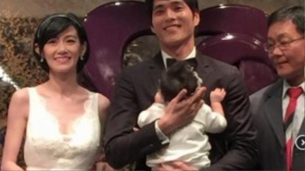 Lam Chính Long và Chu Ấu Đình trong ngày cưới.