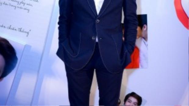 B Trần cũng tham gia một vai phụ trong phim.