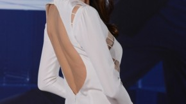 Tại lễ trao giải Kim Tượng (Hong Kong), Thư Kỳ hút mắt với váy khoét xẻ táo bạo, gợi cảm nhưng không dung tục.
