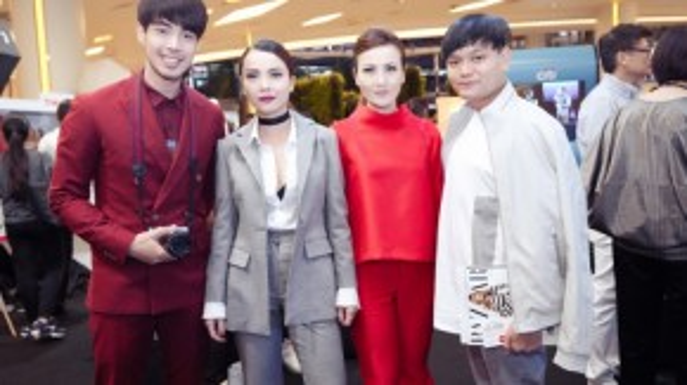 Tuần lễ thời trang này cùng không thể thiếu dàn ca sĩ, diễn viên nổi tiếng trong làng giải trí Thái Lan. Trong ảnh là Best - ca sỹ, người mẫu của nhóm nhạc thần tượng Evo Nine.