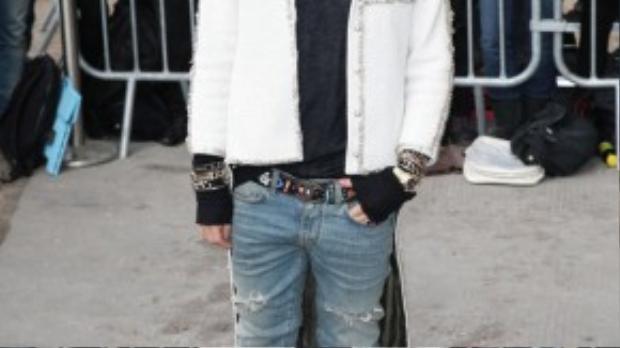 G-Dragon ăn mặc cá tính tham dự show diễn của Chanel trong khuôn khổ Paris Fashion Week.