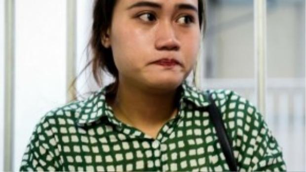 Đan Trang không giấu được nước mắt khi được phóng viên phỏng vấn. (Ảnh: Zing.vn)