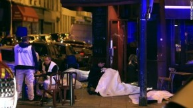 Hiện trường một địa điểm xảy ra tấn công ở Paris. Ảnh: AP