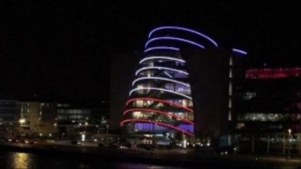 Dublin, thành phố lớn nhất ở Ireland đổi sắc với sắc cờ Pháp.