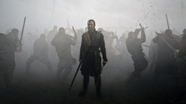 Macbeth trong nửa đầu bộ phim là một vị tướng can trường.