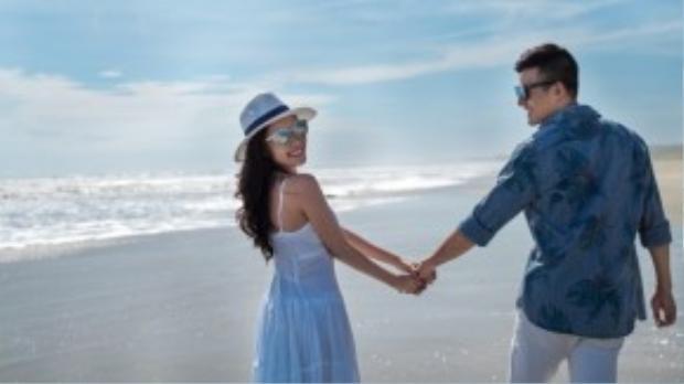 Hai năm yêu nhau, Thúy Diễm và Lương Thế Thành vừa làm lễ đính hôn vào 2/10 vừa rồi. Sau lễ đính hôn, đôi tình nhân cùng ê-kíp bắt đầu thực hiện bộ ảnh cưới để ghi lại khoảnh khắc đẹp của cả hai theo phong cách tự nhiên ở bãi biển Đà Nẵng hồi giữa tháng 10.