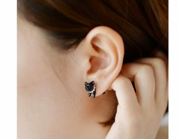 Nhóm phụ nữ nào không nên đeo khuyên tai?