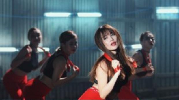 Mới đây, Sĩ Thanh tiếp tục cho ra mắt MV mang tên Don't Want You với phần hình ảnh đầy nóng bỏng, mát mẻ. Ngay lập tức, clip nhận được nhiều sự chú ý, quâm tâm từ người yêu nhạc.