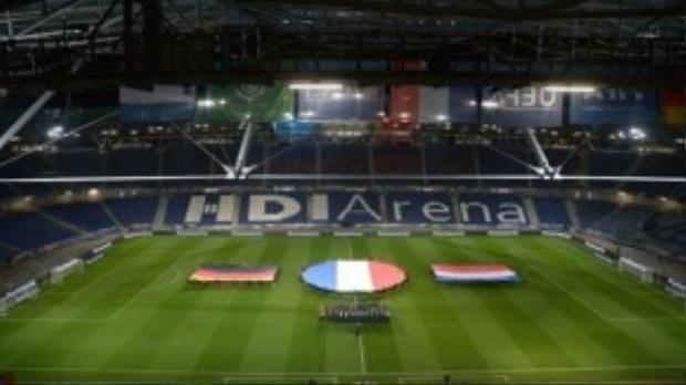 Sân vận động tại Hanover bị dọa đánh bom khủng bố.