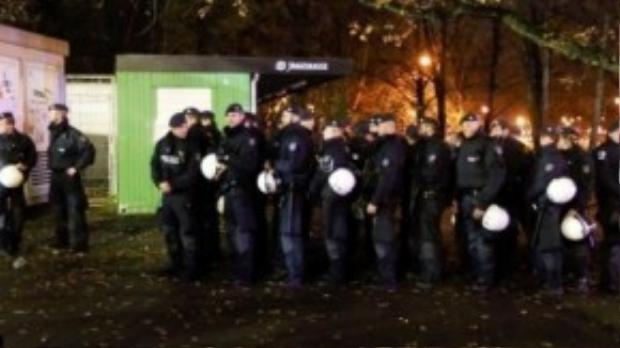 Ngay khi nhận được tin báo, các cảnh sát đã bắt tay nhanh chóng vào làm nhiệm vụ.