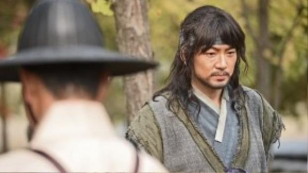 Tạo hình nhân vật của Song Il Guk trong phim Jang Yeong Sil.