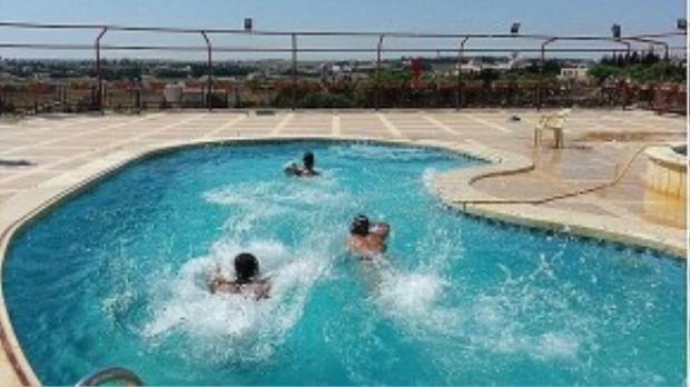 Binh lính IS được nghỉ dưỡng trong những resort hạng sang.