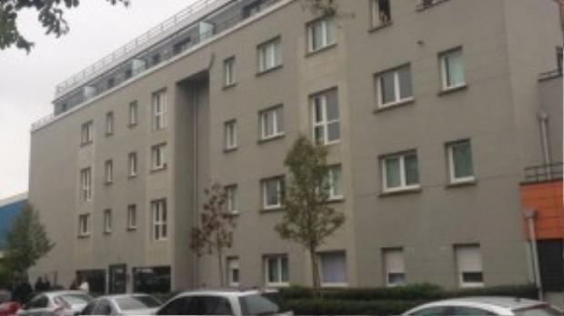Khách sạn ở Alfortville, Paris, nơi cảnh sát phát hiện dấu vết ADN của 6 tên khủng bố tấn công Paris vừa qua, và nghi phạm Salah Abdeslam đã thuê 2 phòng ở đây.