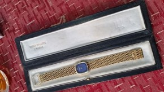 Chiếc PP cũng được cho nguyên là của gia đình SadDam Hussein được chế tác bằng vàng.